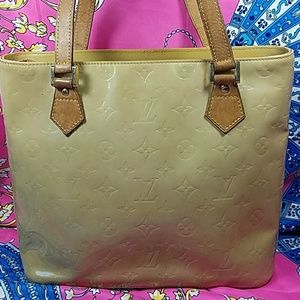 Authentic Louis Vuitton Vernis Shoulder Bag